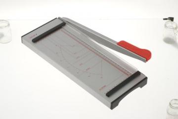 Genie GH 40 Papier-Hebelschneidegerät (geeignet für Formate bis zu DIN A4, 6 Blatt, hochwertige Metall-Arbeitsfläche grader) grau/rot -